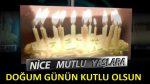 Robotlu Mum ışıklı pastayla Doğum Günü Kutlaması