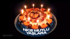 Işıl ışıl mumlu pastayla doğum günü kutlaması