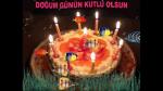 Akvaryum içinde pastalı doğum günü kutlaması